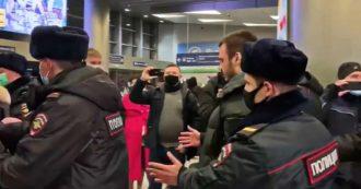 Navalny, arrestati i suoi collaboratori mentre lo attendevano all'aeroporto di Mosca. Le immagini