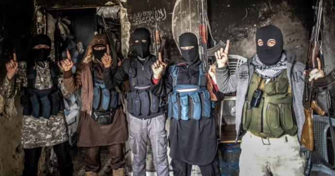 """Era partito per la Siria nemmeno 18enne per unirsi ad al-Qaeda: arrestato foreign fighter italiano. """"Altri 146 connazionali tra i jihadisti"""""""