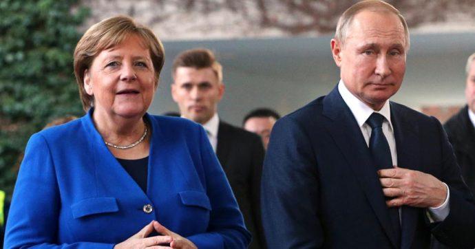 """Covid, il caso del vaccino russo. Ungheria primo paese in Ue a dare l'ok. Merkel: """"Se Ema approva possiamo lavorare insieme"""""""