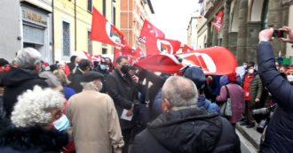 """Livorno, cori e fischi contro la delegazione del Pd alle celebrazioni del centenario del Pci: """"Via chi ha rinnegato la propria storia"""""""