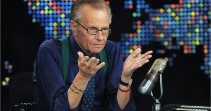 È morto Larry King: lo storico conduttore televisivo stroncato dal Covid. Nella sua carriera oltre 50mila interviste, tra politici e vip