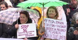 I negazionisti di Madrid e Covid protestano contro le misure del governo in Spagna duramente colpite dalla pandemia