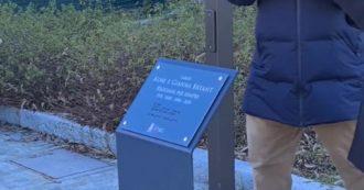 """Reggio Emilia dedica una piazza a """"Kobe e Gianna Bryant"""": folla di tifosi alla cerimonia. L'aneddoto dell'ex patron della Reggiana"""