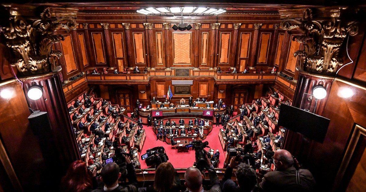 I costruttori aspettano il Conte-ter: 15 forzisti pronti a mollare Silvio
