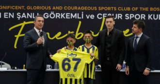 I tifosi del Fenerbahçe 'comprano' Ozil: cifre reali, chi ci mette davvero i soldi, potenzialità (anche italiane) del marketing partecipato