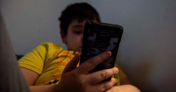 Alimentazione sballata, più presenza sui social e rapporti conflittuali con genitori e amici: ecco come escono gli adolescenti dal Covid