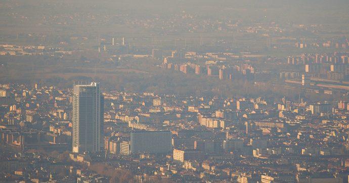Smog, nonostante il lockdown 60 città italiane hanno sforato i limiti dell'Oms per le polveri sottili: la classifica di quelle più inquinate