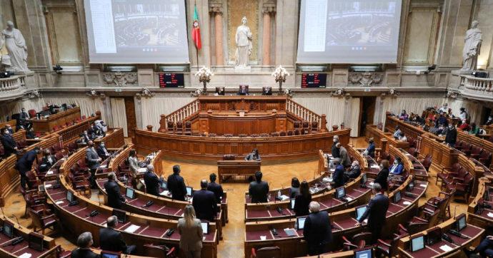 """Voto storico in Portogallo, il Parlamento dice sì alla legge per legalizzare l'eutanasia in situazioni di """"sofferenza o gravità estrema"""""""