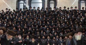 """Israele, migliaia di ebrei ortodossi ai funerali del rabbino morto di Covid. Ministro Salute: """"Evento che provocherà altri morti"""""""