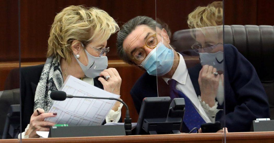 Vaccini Lombardia, così gli annunci mediatici di Fontana-Moratti-Bertolaso dettarono tempi impossibili per sviluppare la piattaforma di prenotazione
