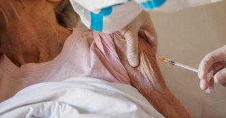 """Vaccini, in Veneto prima gli ottantenni e poi i più anziani: """"Sono le linee guida"""". Ma non è così, in altre regioni questa distinzione non c'è"""