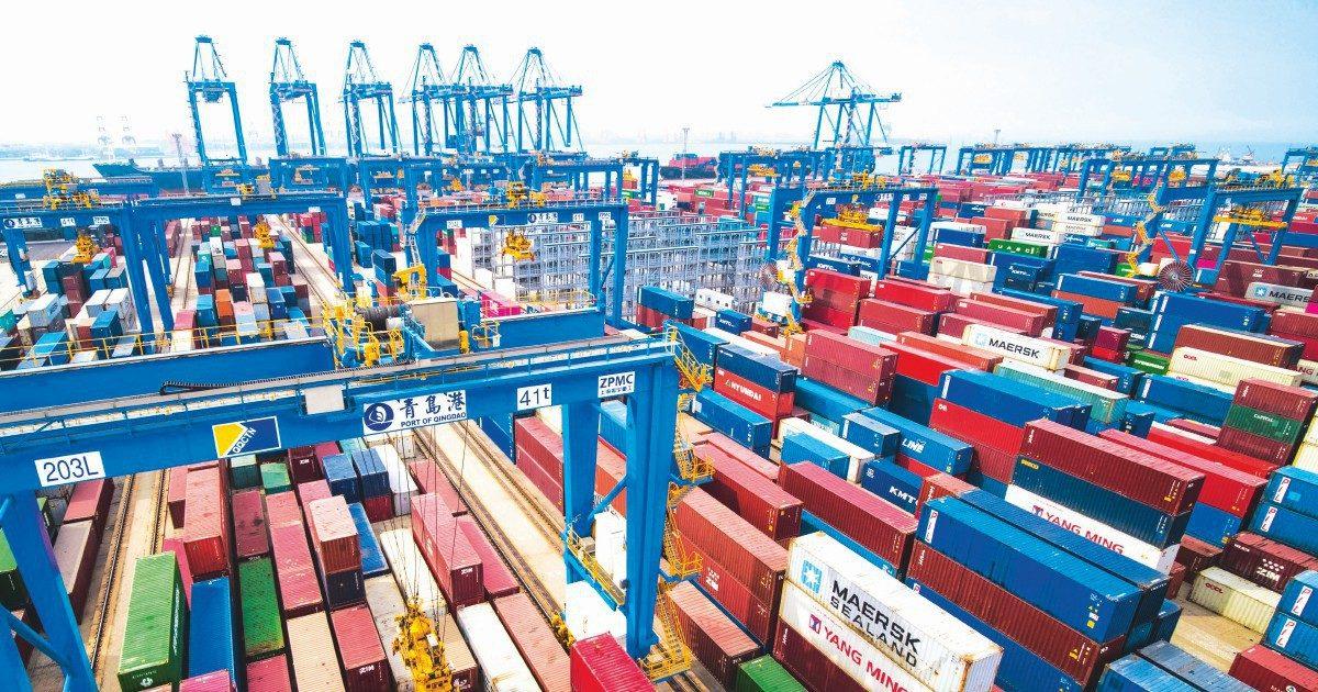 Porti asiatici gonfi di merci: ritardi e prezzi alle stelle