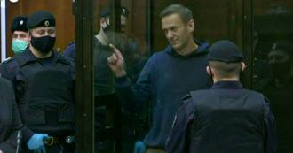 Alexei Navalny condannato a 2 anni e 5 mesi: dalla cella del tribunale lui