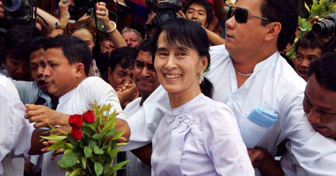 """Birmania, Aung San Suu Kyi in carcere per dei walkie-talkie """"importati illegalmente"""": rischia fino a 2 anni. G7: """"Liberare i detenuti"""""""