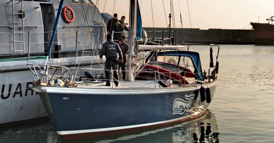 """Da Kiev alla Georgia, fino in Calabria: l'organizzazione ramificata """"in due continenti"""" che trasportava migranti in barca a vela. Le storie"""