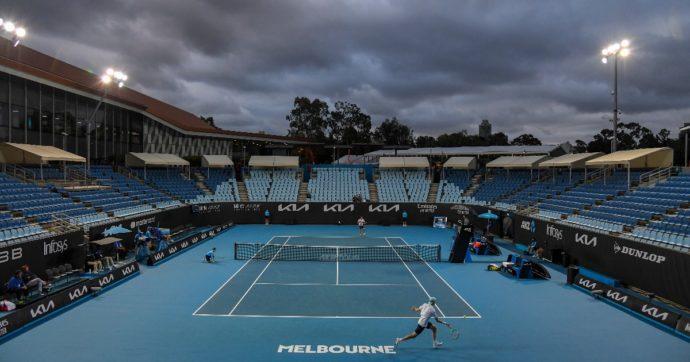 Australian Open, al via il primo Slam del 2021: assente Federer, ma torna (con difficoltà) il pubblico. Fino a 30mila persone al giorno