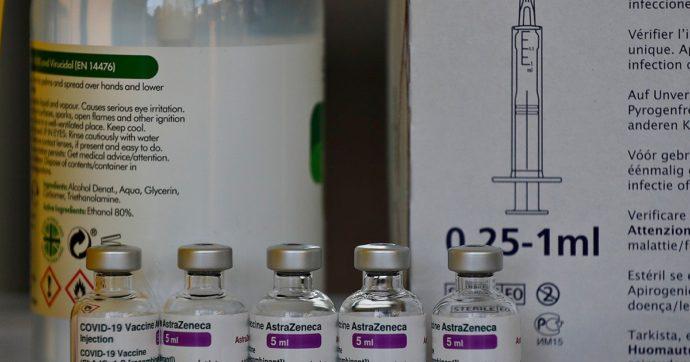 Vaccino Astrazeneca, arrivate le prime 249.600 dosi. Martedì al via somministrazioni per gli insegnanti e le forze dell'ordine