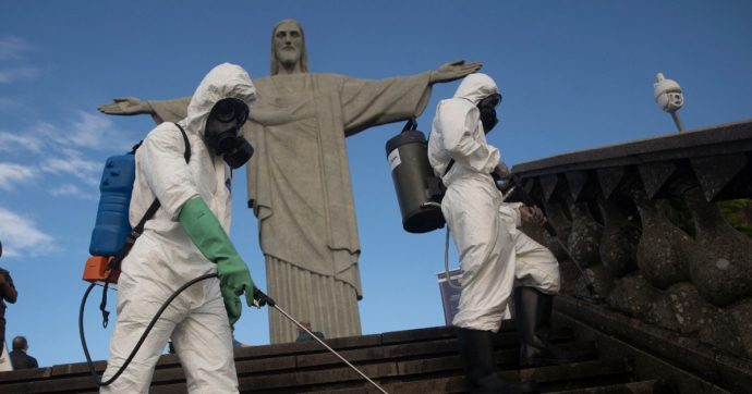 Covid, in Brasile oltre 1200 morti in 24 ore: sciopero dei docenti contro riapertura scuole. In Grecia coprifuoco dalle 18 in alcune aree