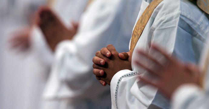 Pasqua, la Via crucis di monsignor Ganswein che rimette Gesù al centro