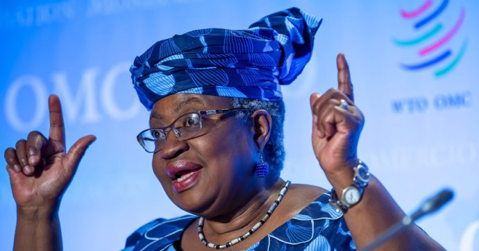 Ngozi Okonjo-Iweala, chi è la prima donna (africana) a capo del Wto che vuole 'abbattere ostacoli della proprietà intellettuale su vaccini'