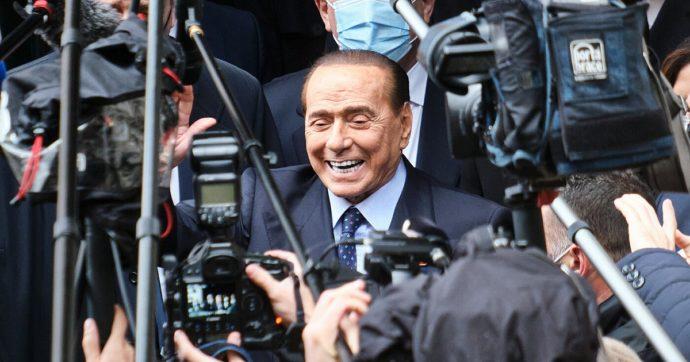"""Silvio Berlusconi dimesso dal San Raffaele di Milano: era ricoverato dal 6 aprile per """"strascichi del Covid"""""""