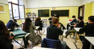 """Varianti Covid, le Regioni chiedono parere del Cts su apertura scuole. I ministri: """"Chiudere e voler riaprire altre attività? Contraddittorio"""""""