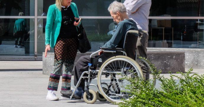 """Anziani non autosufficienti, nel Recovery plan la promessa di una riforma entro il 2023: """"Previsti livelli essenziali delle prestazioni"""""""