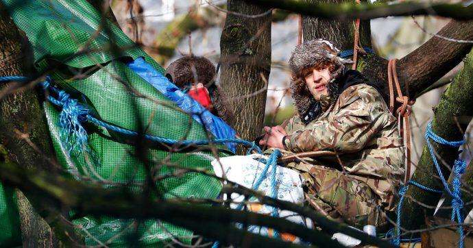Regno Unito, barricati dentro a dei tunnel per impedire la costruzione dell'alta velocità: la protesta sotterranea degli HS2 Rebellion