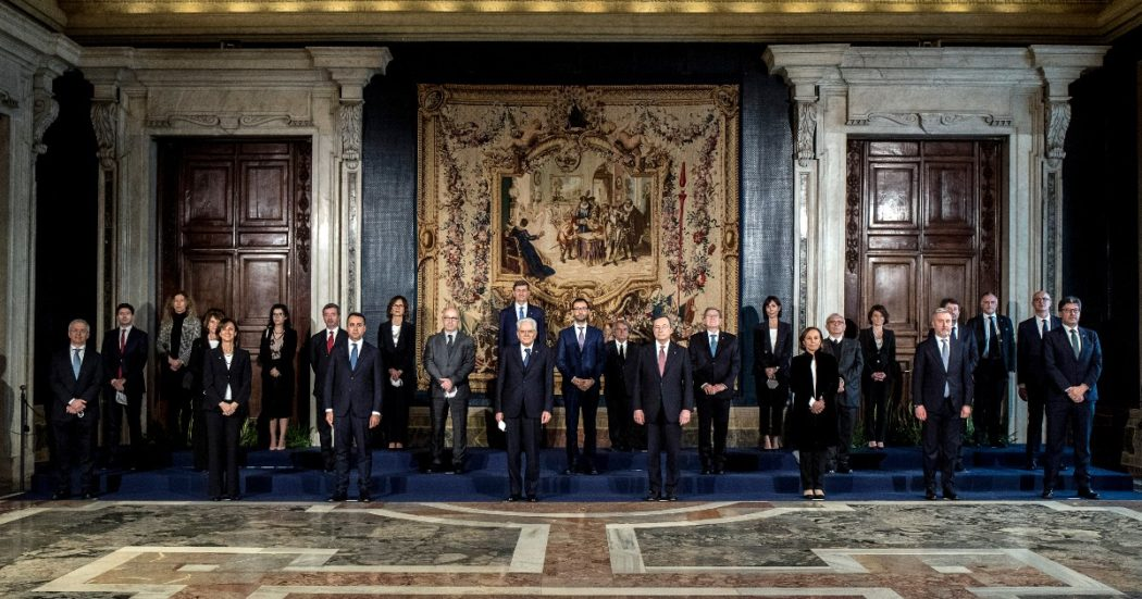 Governo Draghi, il giorno del giuramento dei 23 ministri dell'esecutivo costruito col bilancino. Poi la cerimonia della campanella con Conte