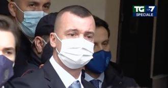 """Giuseppe Conte lascia Palazzo Chigi, le telecamere di Tg La7 catturano la commozione di Rocco Casalino. Mentana: """"Una bella immagine"""""""