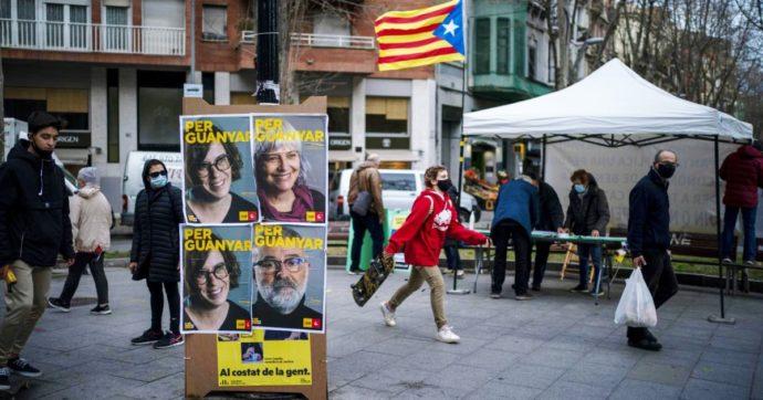 Elezioni in Catalogna: i socialisti di Sánchez primi, ma l'indipendentismo trionfa. Affluenza ai minimi dal 1992