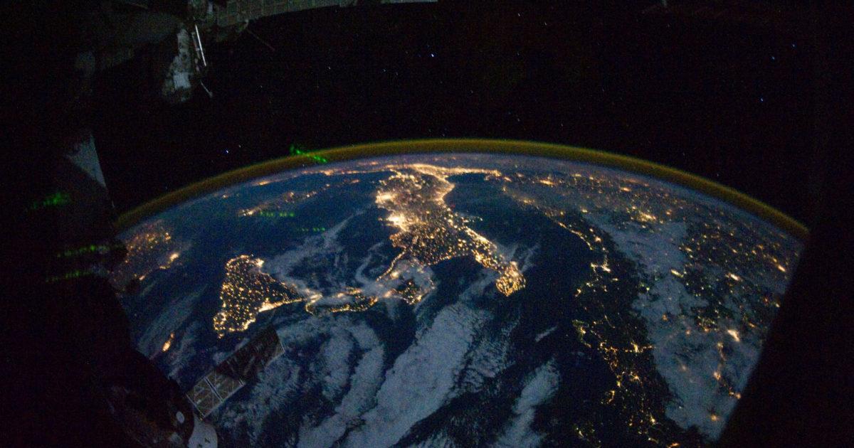 Le notti senza stelle rovinano la salute, l'ambiente e l'economia (e i nostri occhi)