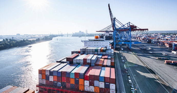 Commercio, il 2020 si chiude con un calo del nostro export di quasi il 10%. Si salvano alimentari e farmaci. A dicembre + 3,3%