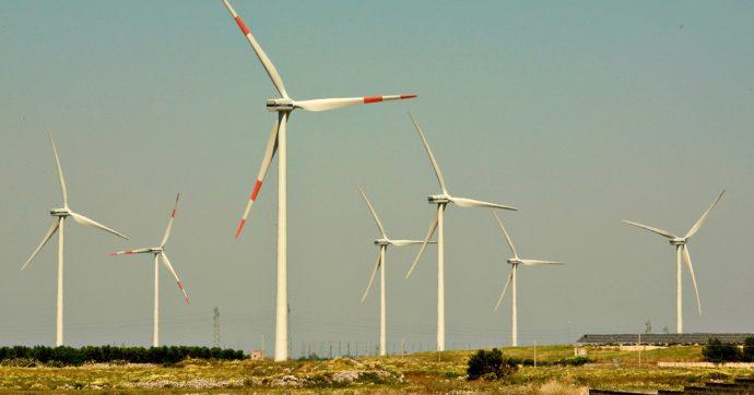 """Calabria sospende autorizzazioni per impianti eolici ed elettrodotti: """"Preservare il paesaggio"""". Ma i precedenti sono risultati incostituzionali"""