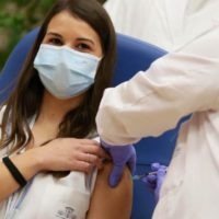 Il 27 dicembre è il V-Day europeo. La prima italiana a ricevere la dose di vaccino è Claudia Alivernini, infermiera all'ospedale Spallanzani di Roma (Ufficio Stampa Regione Lazio)