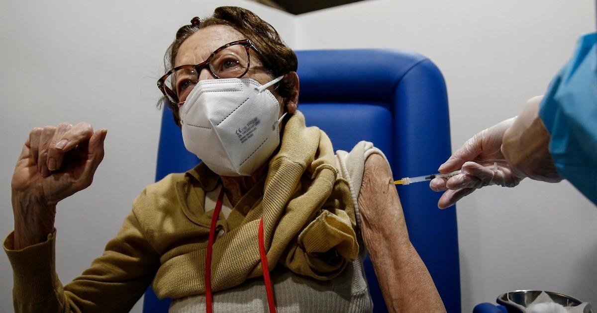 Vaccinazione Covid Over 80 Cosi Funziona Regione Per Regione Dai Medici Di Base In Toscana Alle Lentezze Di Calabria E Sardegna Il Fatto Quotidiano