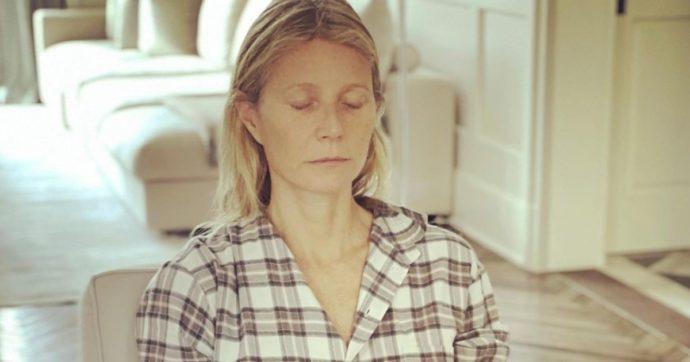 """Gwyneth Paltrow lancia la sua cura anti-Covid a base di erbe, digiuno intuitivo e sauna. L'ira dei medici britannici: """"Irresponsabile"""""""