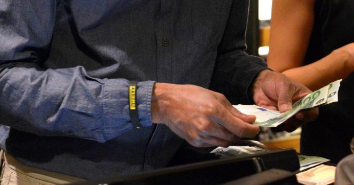 Malpensa, 50mila euro nascosti nelle sneakers e in un libro: fermati due uomini in partenza per Dubai