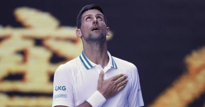 Australian Open, Djokovic vince per la nona volta. Assolo serbo in grande stile: contro Medvedev battaglia solo al primo set