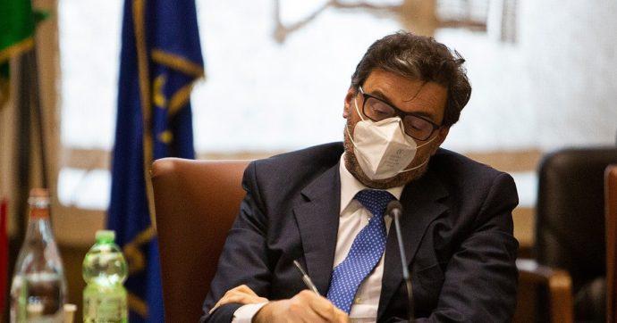 Vaccini Covid, il ministro Giorgetti convoca Farmindustria. Allo studio la lista di aziende che hanno le macchine per la produzione