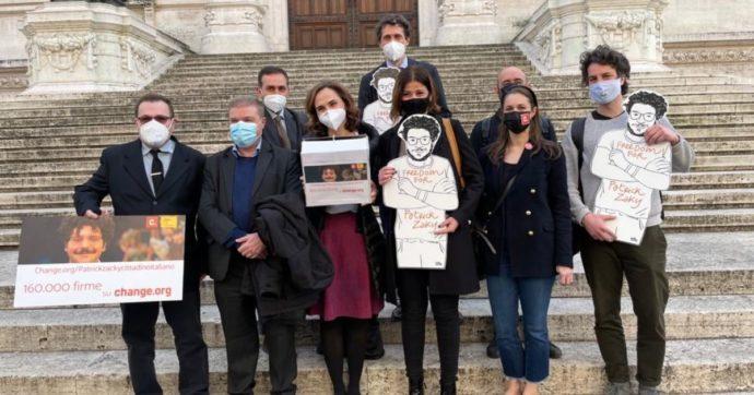 """""""L'Italia conceda la cittadinanza onoraria per meriti speciali a Patrick Zaki"""". La petizione arriva in Parlamento"""