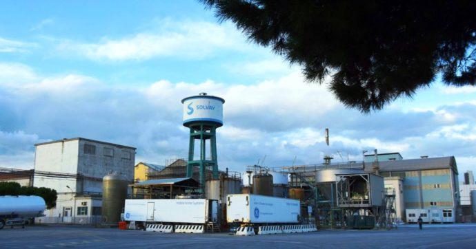 """Due esposti contro la Solvay di Rosignano: """"Verificare le vere performance ambientali"""". E l'azienda apre una struttura legale separata"""
