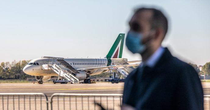 Alitalia, Mise chiede incontro urgente con ministeri Economia e Trasporti. In ritardo gli stipendi di febbraio