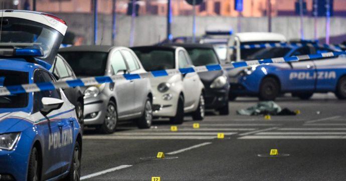 Milano, aggredisce i passanti e due pattuglie con un coltello: poliziotto spara e lo uccide