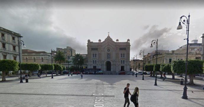 """'Ndrangheta, la denuncia dell'imprenditore reggino: """"Mi hanno chiesto il pizzo in chiesa sui lavori in piazza Duomo"""". Cinque arresti"""