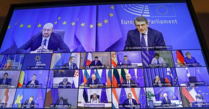 Vaccini, Macron dopo il vertice Ue: 'Alla fine dell'anno l'Europa avrà capacità di produrli'. Merkel: 'Tutti d'accordo su certificati vaccinali'