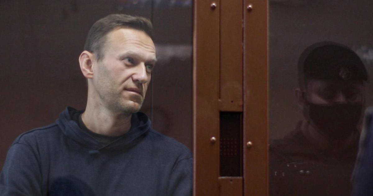"""Navalny incita all'odio: per Amnesty non è più un """"prigioniero di coscienza"""""""