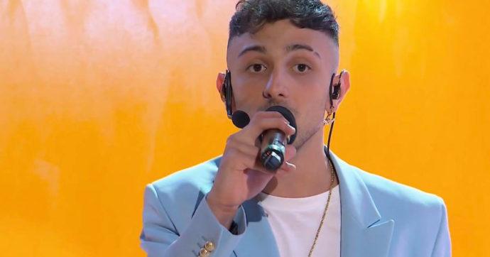 """Sanremo 2021, chi è Random, il """"bravo ragazzo un po' fuori di testa"""" che prima di cantare faceva il muratore"""