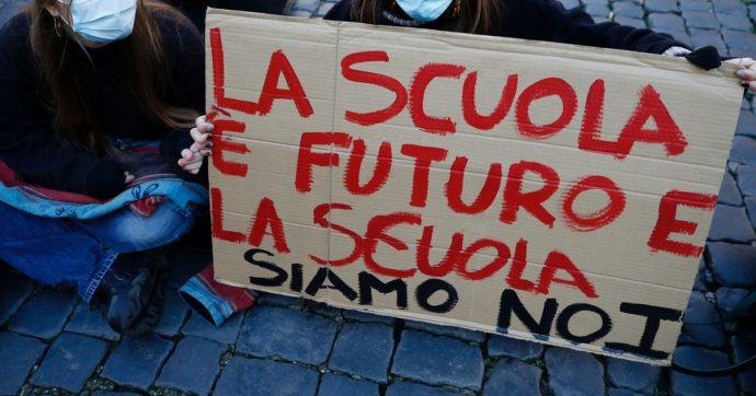 Forse a Emiliano e De Luca non è ancora chiaro cosa significhi chiudere le scuole