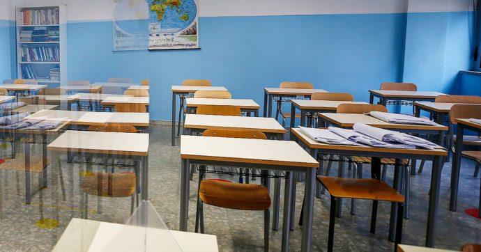 Le scuole tornano a chiudere, ma i contagi avvengono dentro e fuori le aule